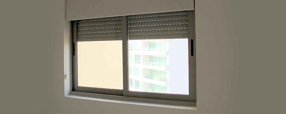 Canceler a de aluminio ventanas puertas y fachadas for Tipos de ventanas de aluminio para banos