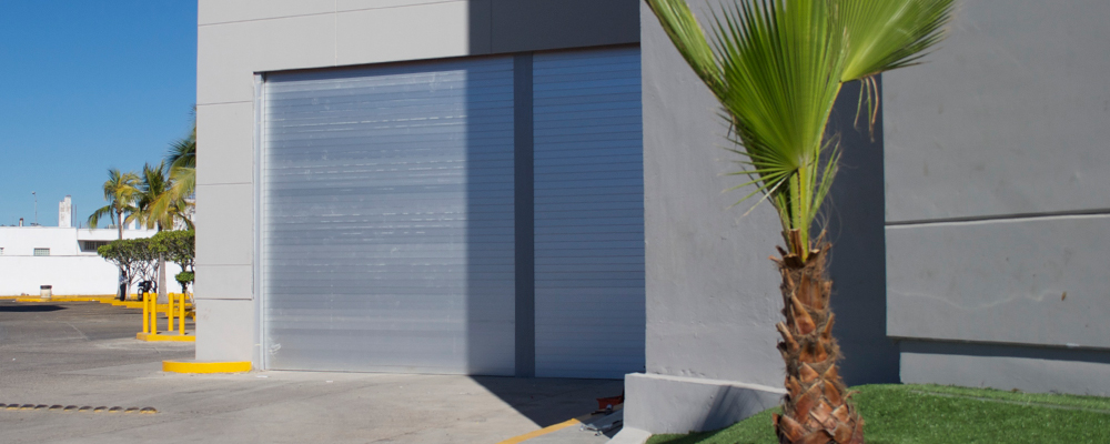 slider-puertas-enrollable-comercial-01