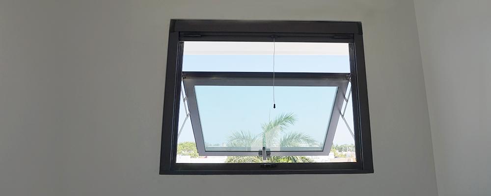 Ventanas de proyecci n de aluminio for Ventanas con persianas incorporadas
