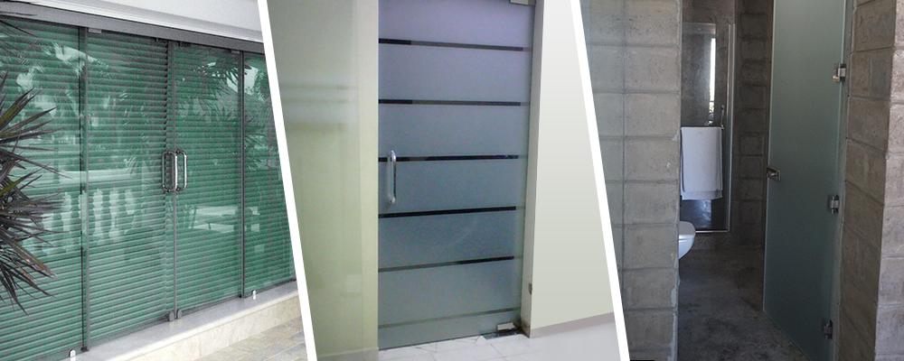 Puertas abatibles de cristal templado for Puertas para oficinas precios
