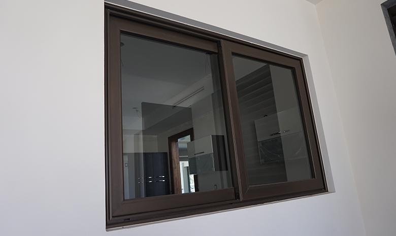 Lopez puerta lider en la industria del cerramiento y for Imagenes de ventanas de aluminio modernas